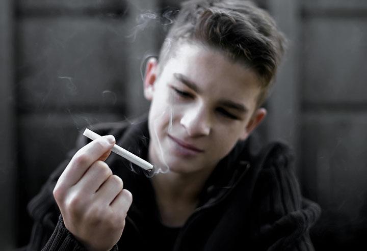 Cigarette Tabac Chez Les Jeunes
